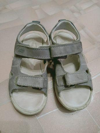 Продам сандали для мальчики.