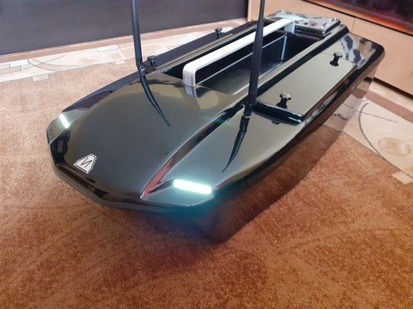 Лодка за захранка М5 GPS и автопилот