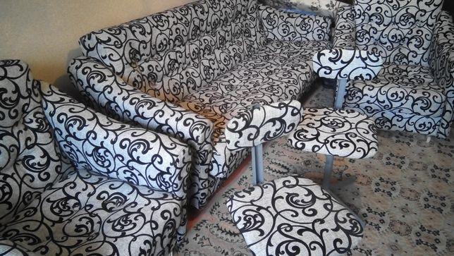 диван, два кресла, два крутящихся офисных стулья после перетяжки