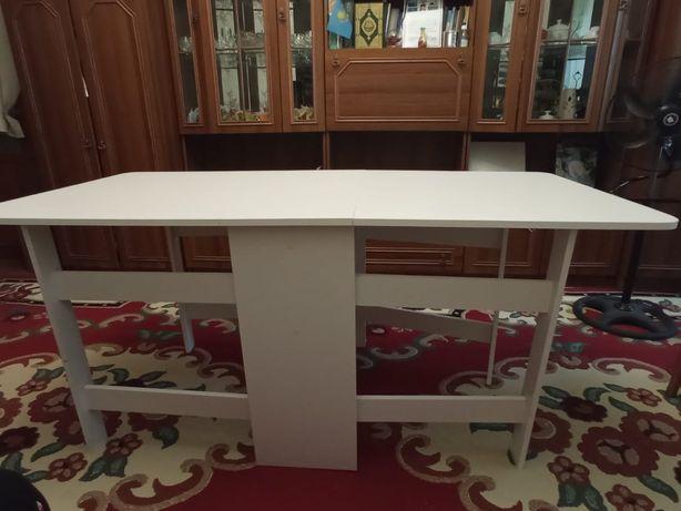 Продам книжный стол . Белого света. Новый. 20.000 оканчательно.
