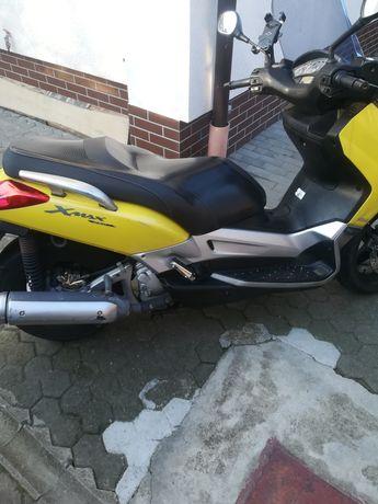 Yamaha x Max 250i
