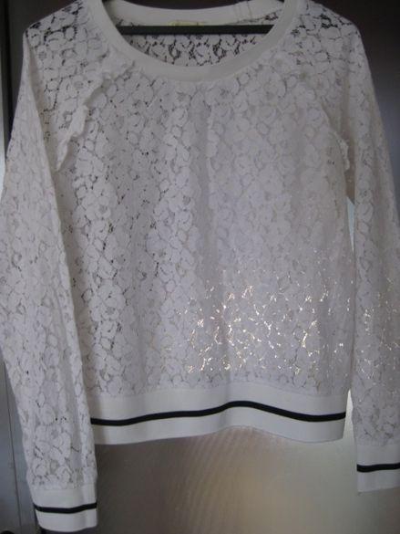 Бяла спортна дантетелена блуза