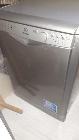 продаю. посудомоечную машину  сросно