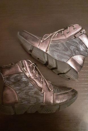 Продам ботинки на флисе
