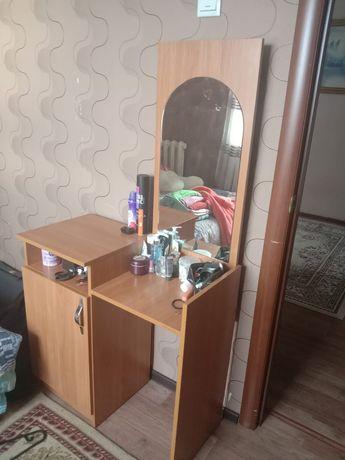 Шкаф, 2 тумбы и столик с зерколом