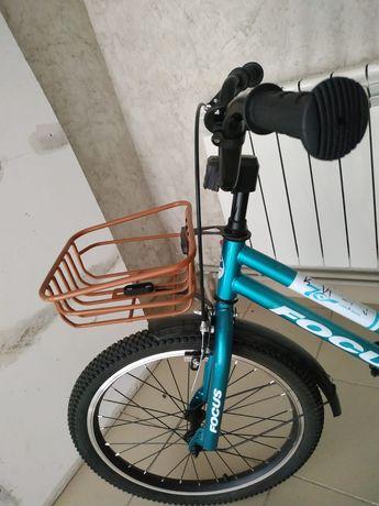 Велосипед почти новый купили не пользовались.