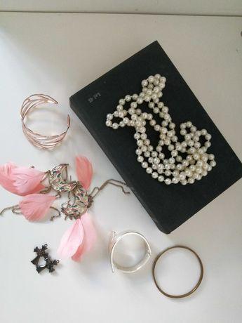 Lot bijuterii din diferite materiale - cercei bratara perle