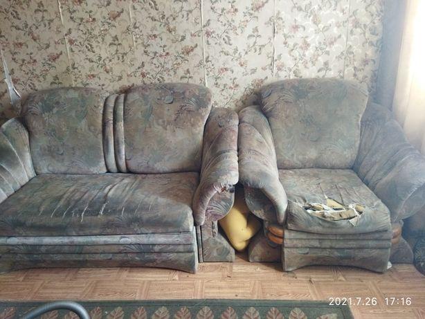 Продам диван и кресло за 5000 тенге. Срочно