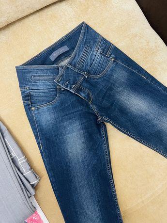 Женская одежда джинсы