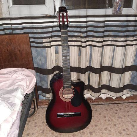 Продаётся гитара starsun