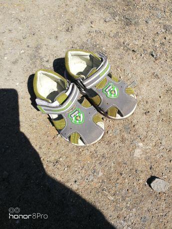 Детские сандали бу в хорошем состоянии