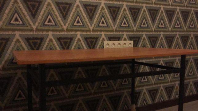 Стол на железном каркасе