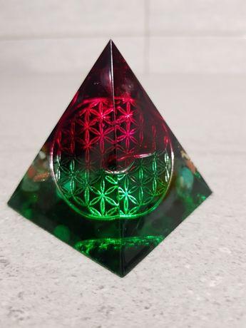 Piramida orgonica pentru relatii bune profesionale cu sefii