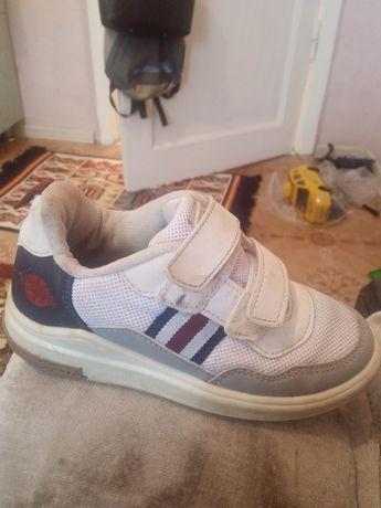 Продам детские кросы