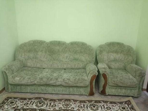 Продам диван и 2 кресло, тумба в подарок