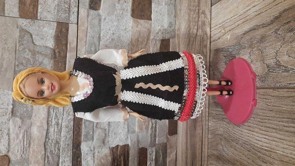 Кукла с народна носия