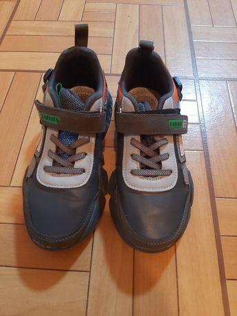 Продам детские кроссовки на мальчика размер 34