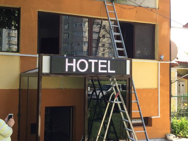 Afisaj led, panou programabil wifi reclama hotel pensiune, LogoPrint