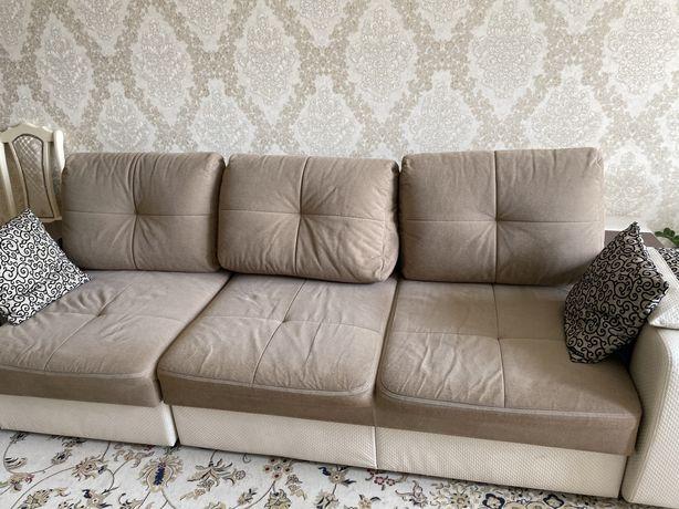 Большой, красивый диван продаем в связи с переездом. Отлично выглядит