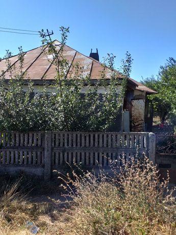 Vând casă și teren
