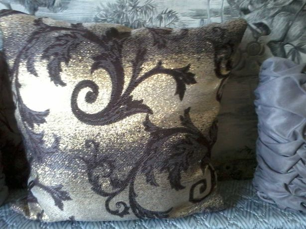 продам красивые диванные подушечки-ручная работа