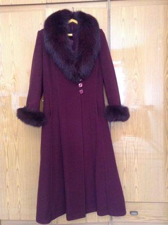 Срочно!Зимнее женское пальто. и шапка из песца.