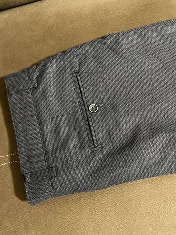 Vând pantaloni eleganți