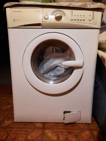 Продам стиральную машинку Elektrolux