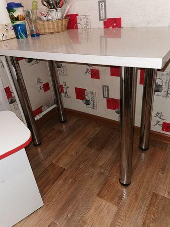 Продам кухонный стол с табуретками