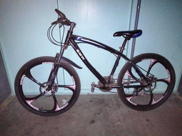 Велосипед  BMW. Литые диски титан
