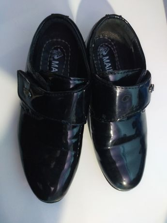 Продам туфли для мальчика новый 25 размер лакированные красивые