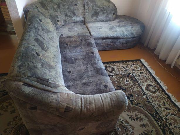 Продается диван в хорошем состоянии.