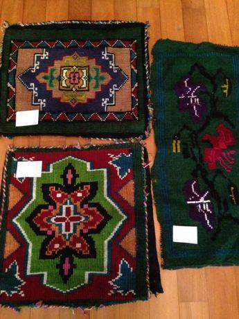 3 броя старинни възглавници и 2 броя килимчета