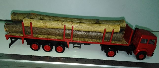 Vand macheta cap tractor Iveco + semiremorca, scara 1/87, HERPA