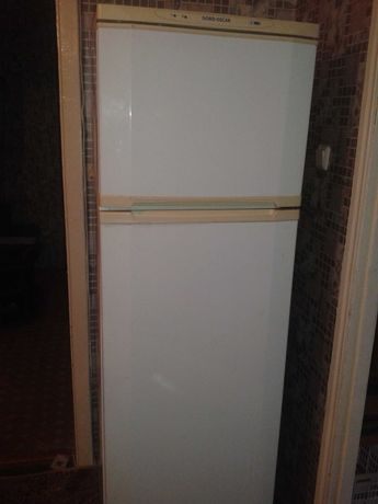 Продам Холодильник требует ремонт