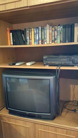 Телевизор видеомагнитофон видеокасеты пульты