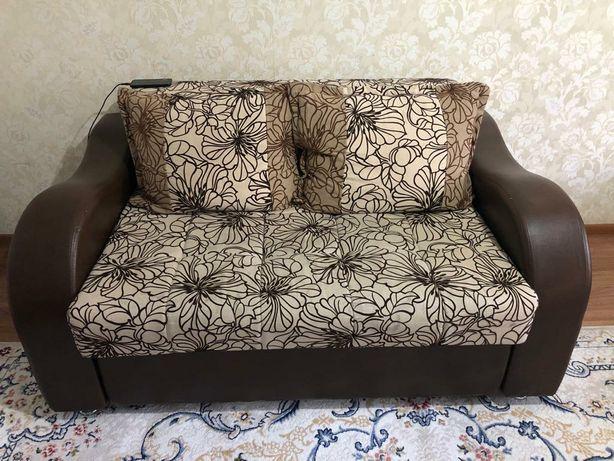 Продам двух местный диван.