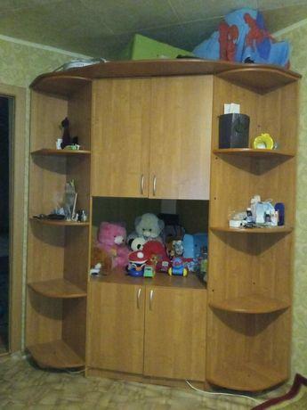Шкаф большой и вместительный