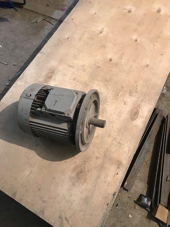 Трехфазный электроДвигатель АИР100S2Y3