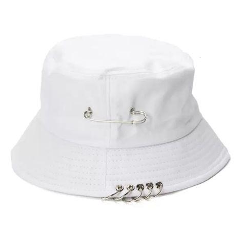 Панамы и кепки стильные