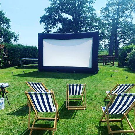 Ecran proiectie gonflabil pentru cinema/vizionare in gradina