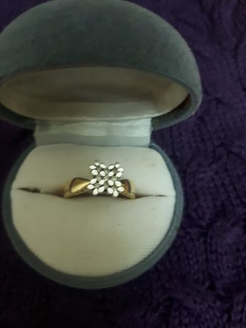Продаю бриллантовое кольцо.