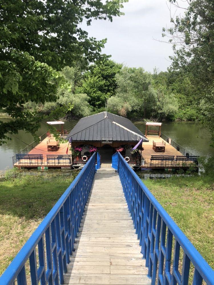 Ponton la Dunăre pentru pescuit și agrement,cazare ,tv,toaleta ,gratar