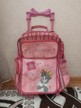 Рюкзак на колесиках для девочки