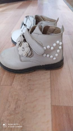 Продам ботиночки детские