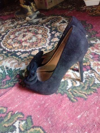 Продам туфли и сапожки в отличном состоянии