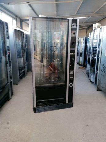 Вендинг автомати за пакетирани закуски и студени напитки