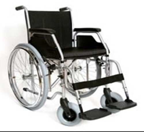 Продам инвалидную коляску, костыли и стул-биотуалет