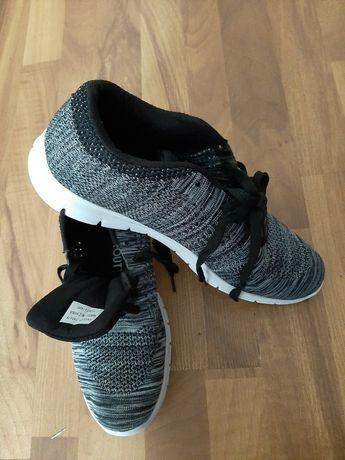 Нови мъжки обувки -леки и удобни