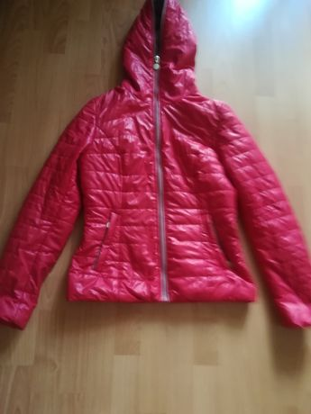 Продам куртку для девушек